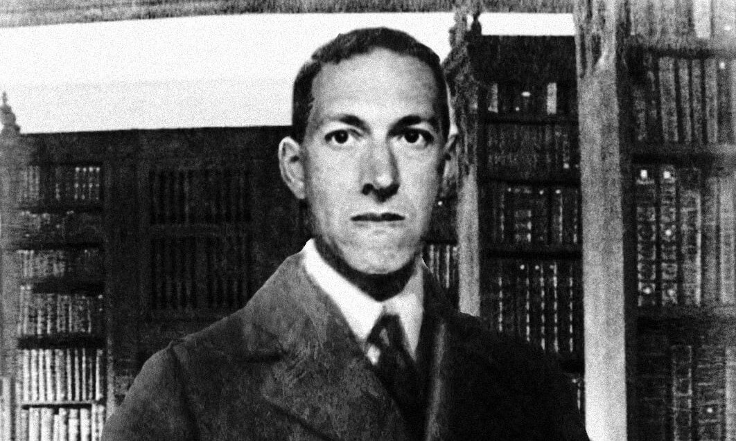 lovecraft_in_library